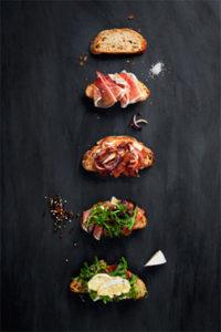 Au restaurant Il PICCOLINO les bons plats passent aussi par sa simplicité. Bruschetta riche en gout et en saveur